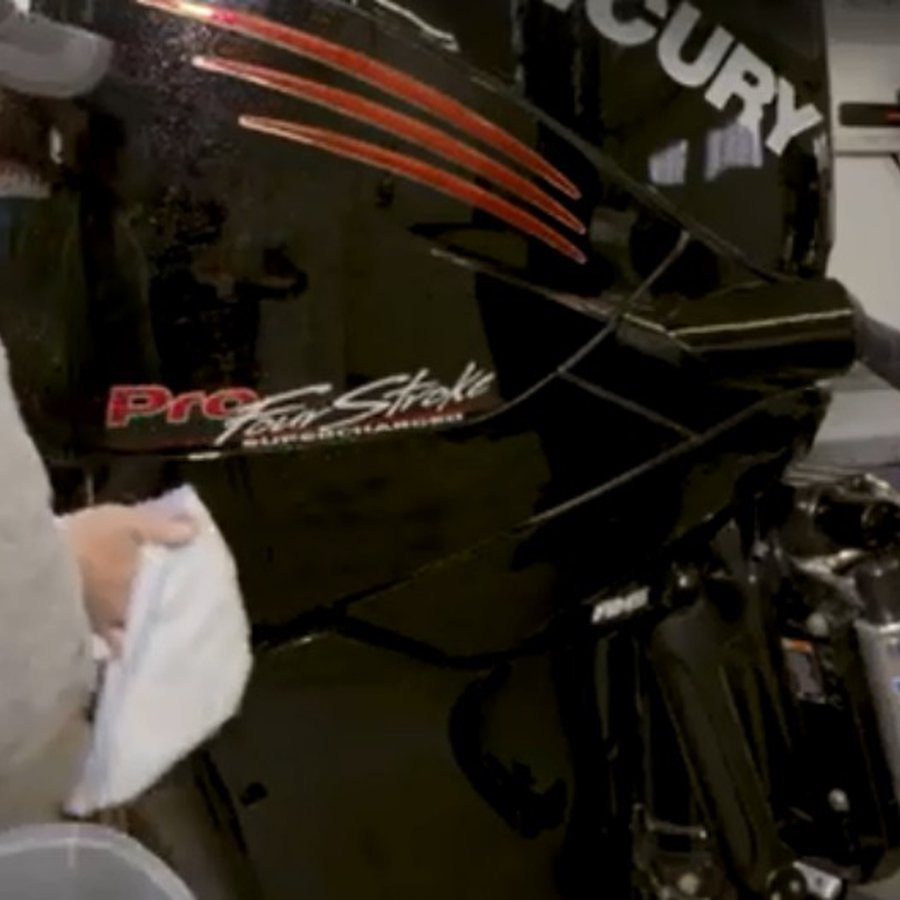 QuickBite Tips: Outboard Motor Cowl Cleaning